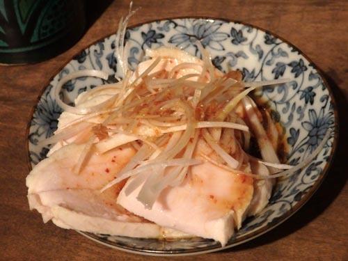 16鶏胸肉のネギソースがけ