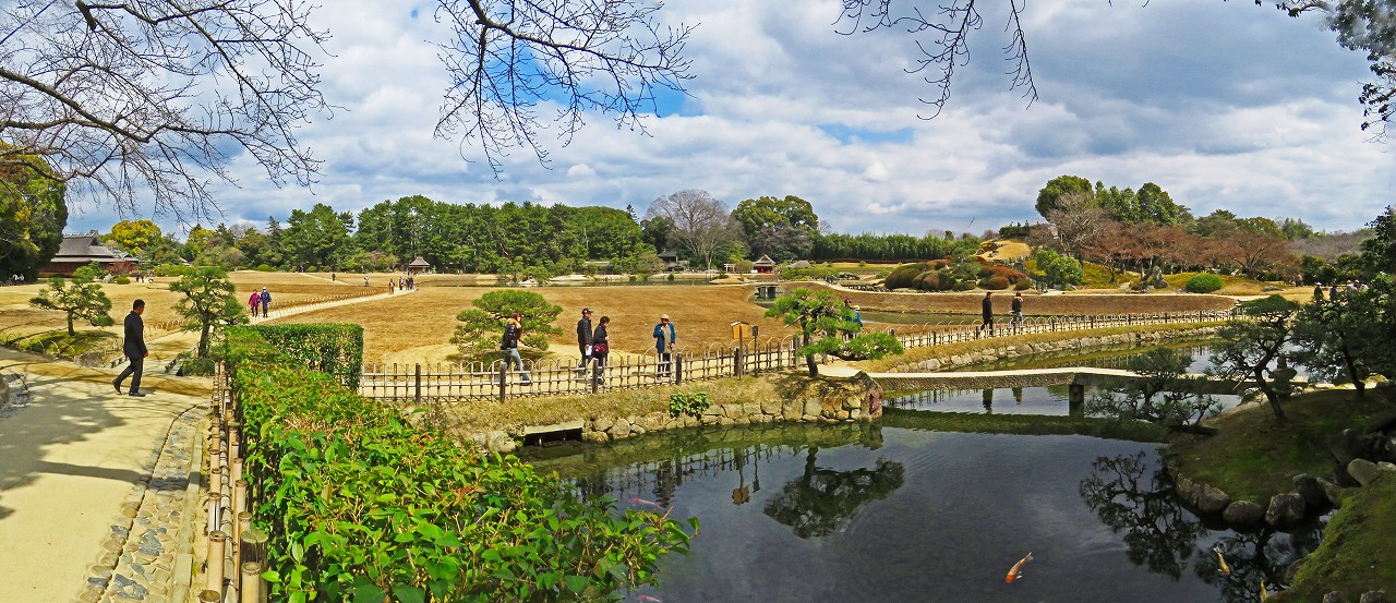 20170316 後楽園今日の南門を入って直ぐの場所から眺めた園内ワイド風景 (1)