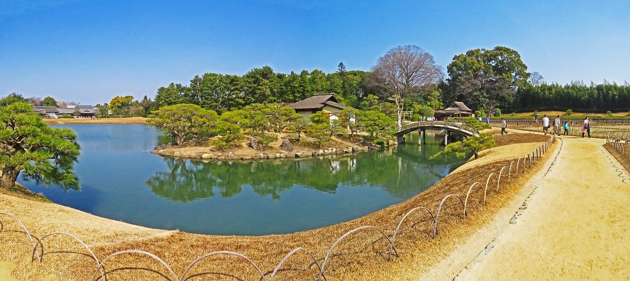 20170320 後楽園春分の日の沢の池中島の園内ワイド風景 (1)