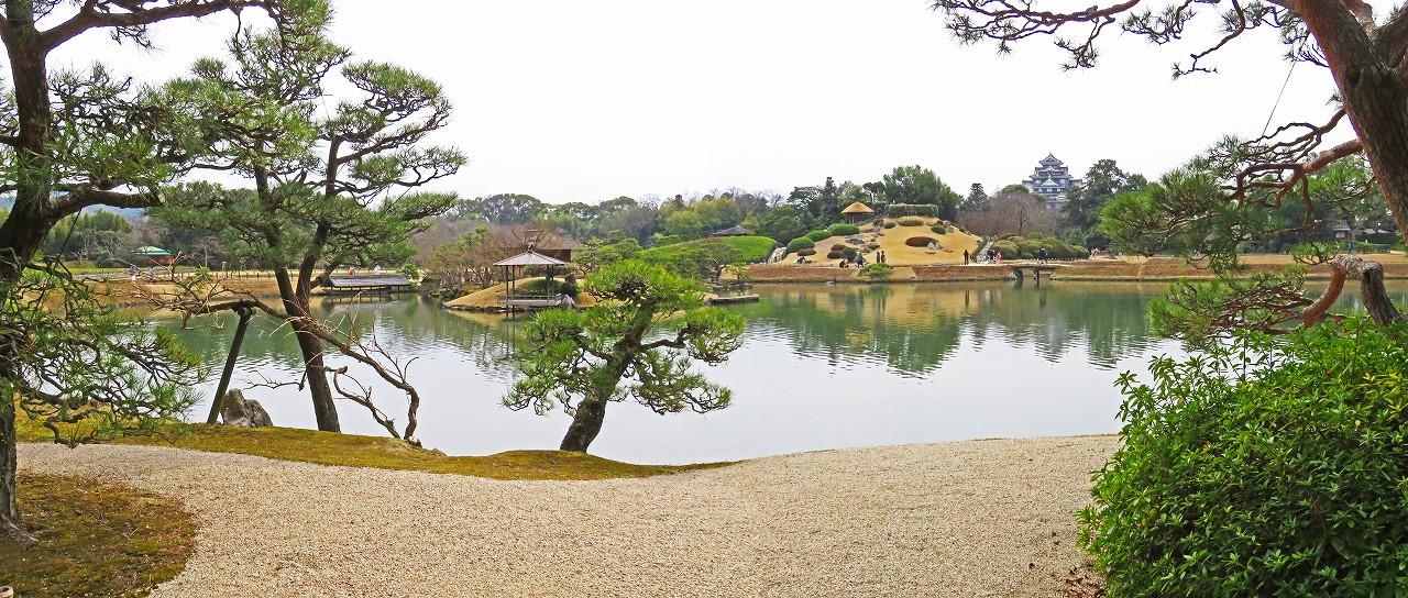 20170323 後楽園今日の観光定番位置から眺めた沢の池越しに見る園内ワイド風景 (1)