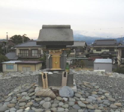 鈴川の富士塚 祠