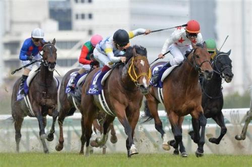 【競馬ネタ】なんで馬が最高タイムで走れるペースで走らないの?