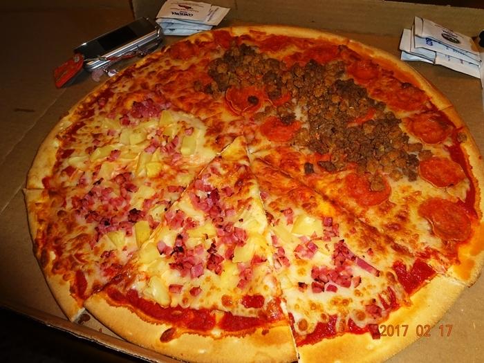 DSC08145特大ピザ