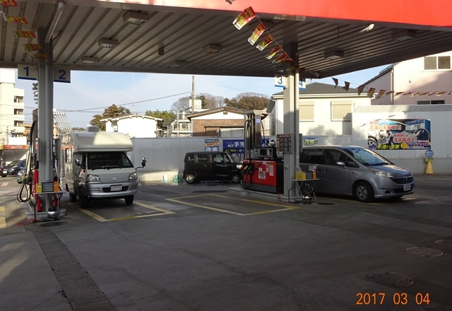 DSC08243ガソリンスタンド2