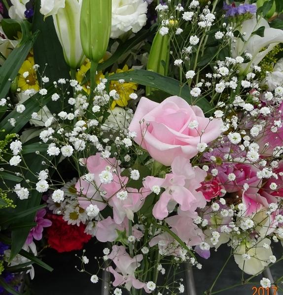 DSC08485ピンクのバラとスイトピー