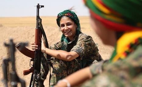 20170420ISと闘うクルド人女性兵士1