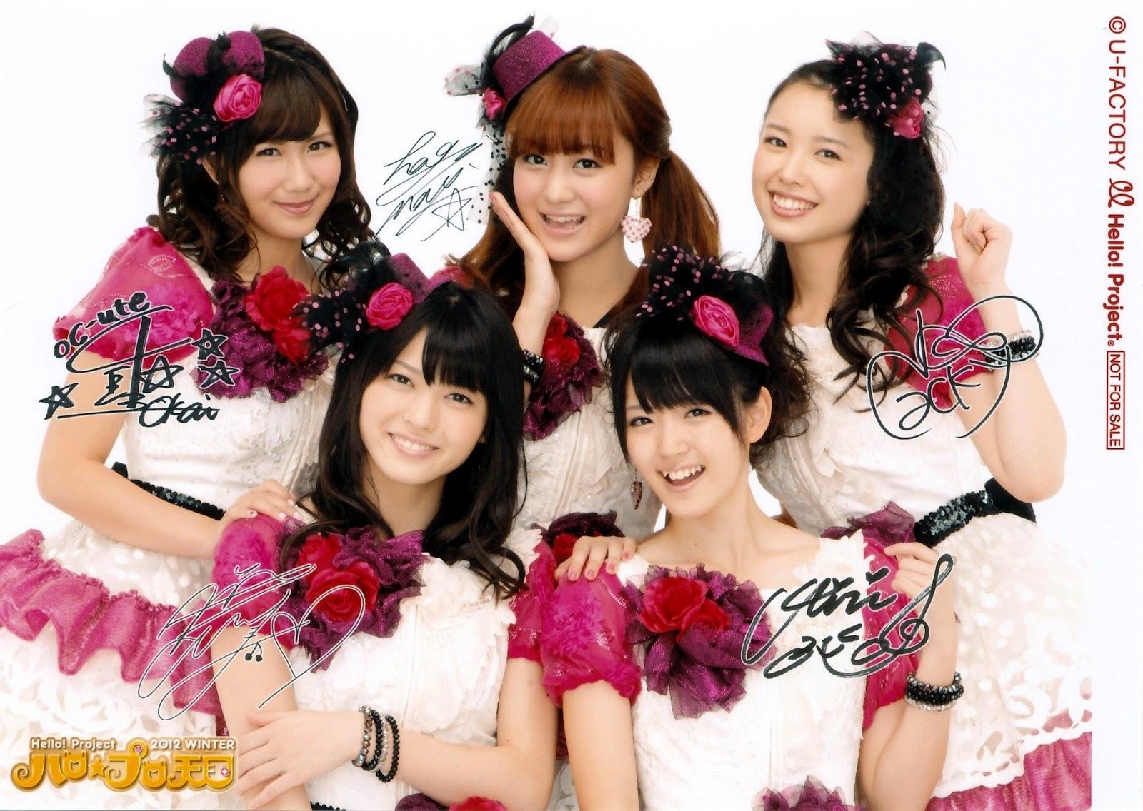 ℃-ute お袖がPINK、PINKのフリル付き白の花柄レースワンピ 赤のコサージュ お花の髪飾り 矢島舞美