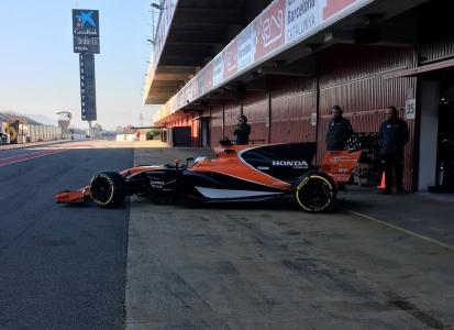 17MCL32-debut-McLaren1.jpg