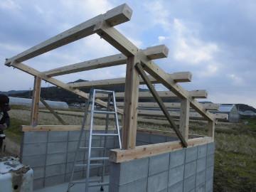 堆肥置き場の屋根作り7