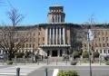 正面から見た神奈川県庁(上がキングの塔)