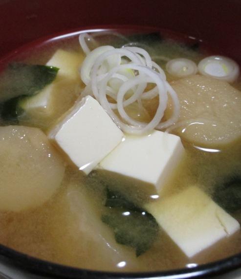 豆腐と麩の味噌汁 B