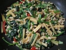 ほうれん草と筍の鶏そぼろ炒め 調理⑥