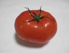 トマトとクルトンサラダ 材料①