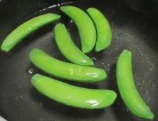 焼きはんぺんとスナップエンドウのサラダ 調理③