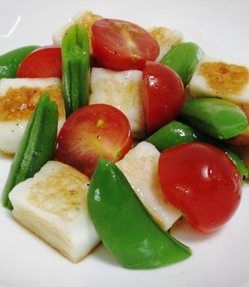 焼きはんぺんとスナップエンドウのサラダ B