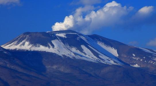 噴煙立ち昇る浅間山