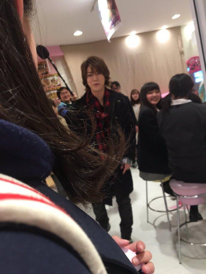 【画像】KAT-TUN亀梨和也がJOL原宿で一般女性にパールレディのタピオカを奢る事案が発生www
