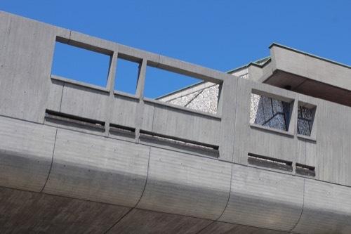0077:東京文化会館 めくれ庇の開口