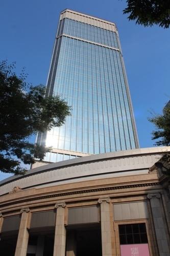 0229:神戸朝日ビル 高層棟を見上げる