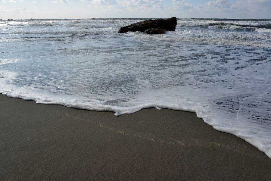 冬の日本海 砂浜-2