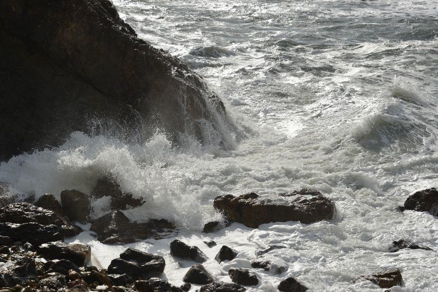 冬の日本海 打ち寄せる-3