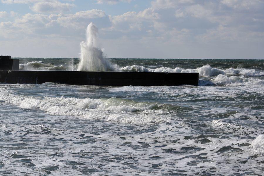 打ち上がる波-3