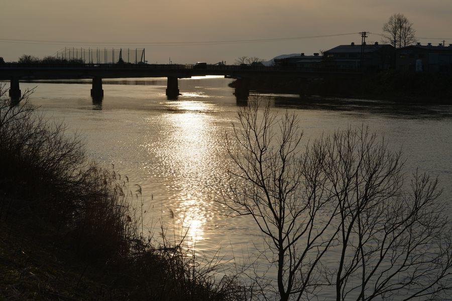 河に照らして-1