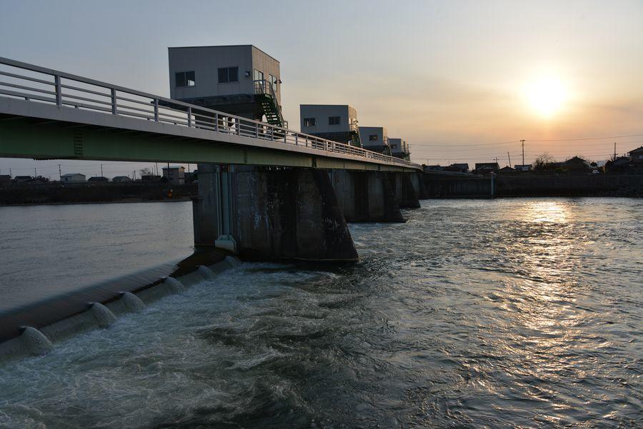 堰と水-3