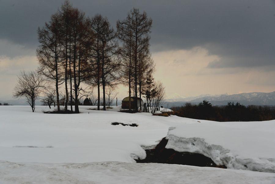 残雪残る山里-1