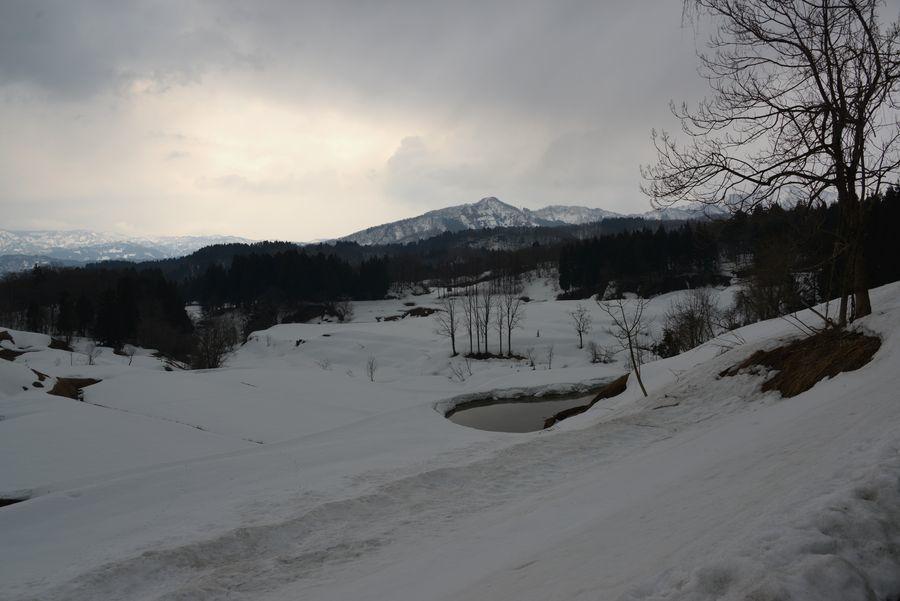 残雪残る山里-3