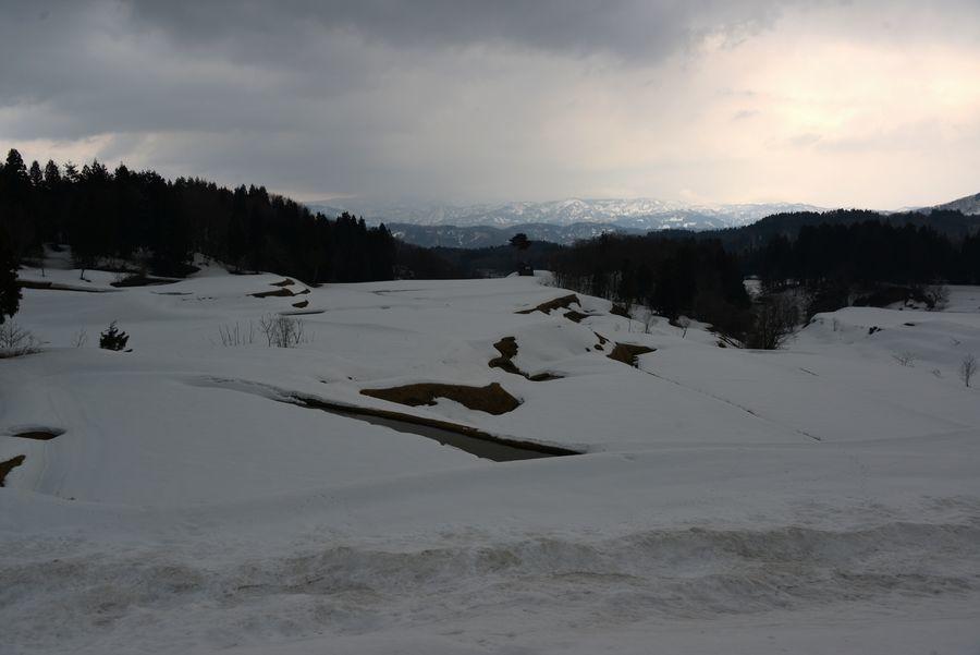 残雪残る山里-4