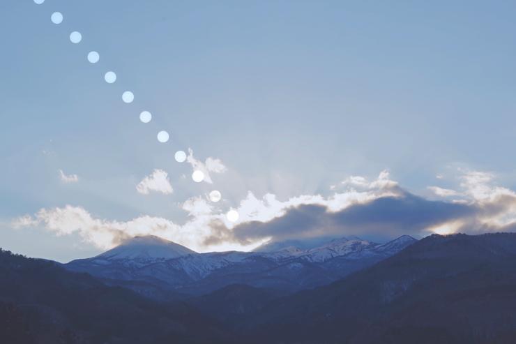 吾妻山に沈む太陽