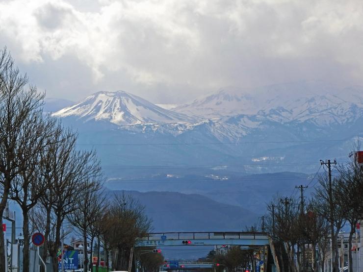 115号線から吾妻山