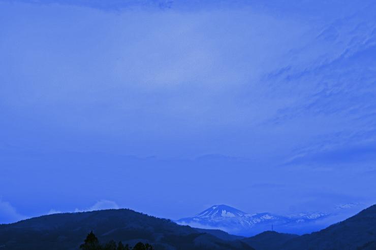 青いアズマ