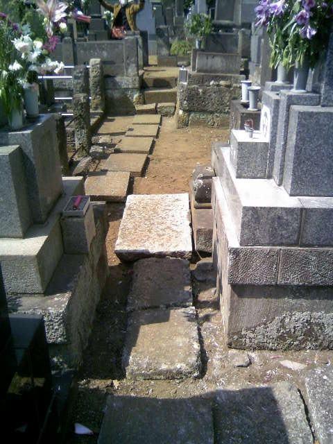 墓地飛び石