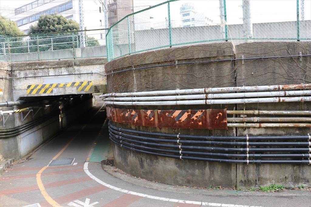 大岡山東・西・南地区に通じる地下道