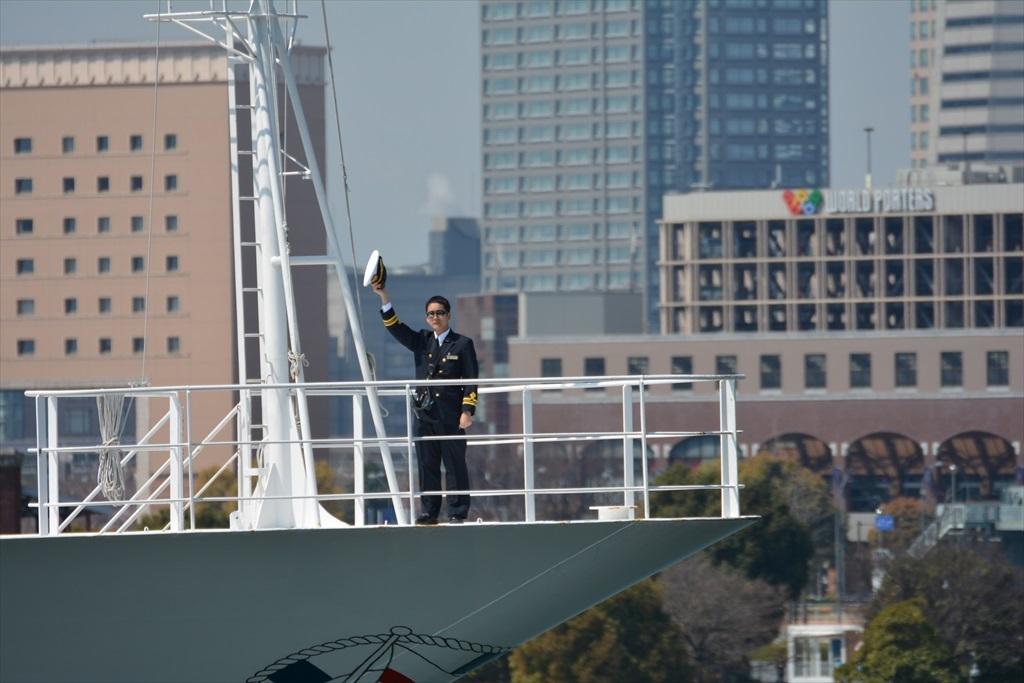 舳先にいるのはおそらく船長さんだろう_1
