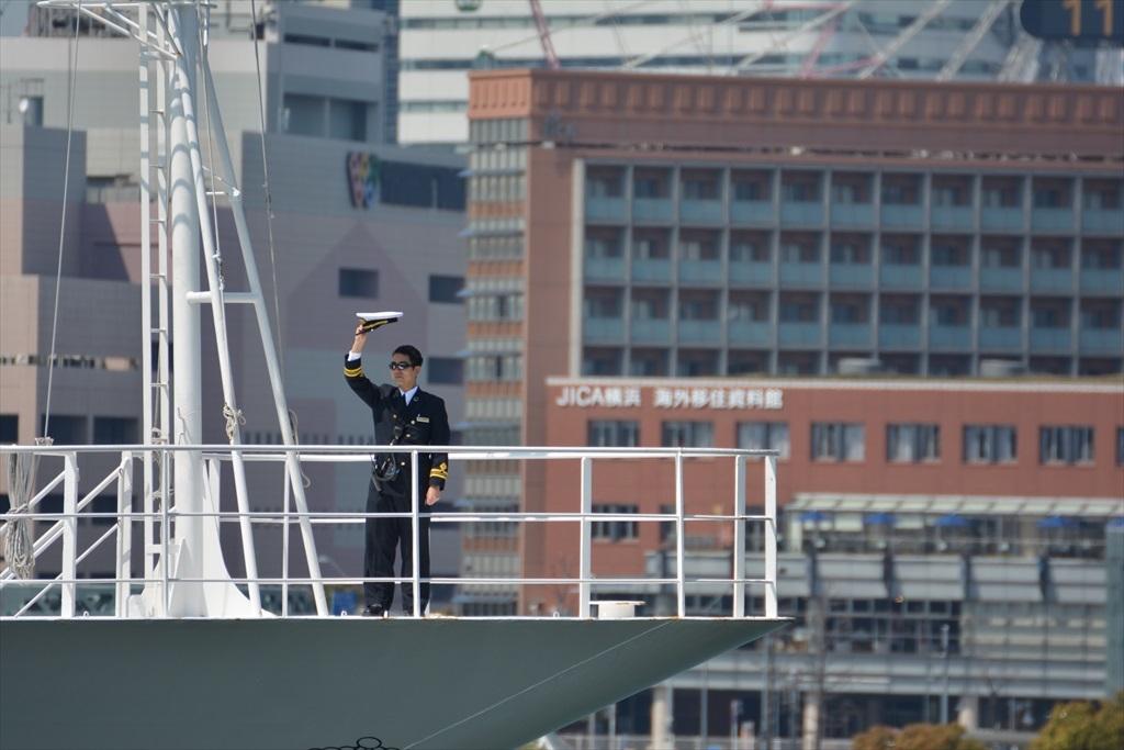 舳先にいるのはおそらく船長さんだろう_3