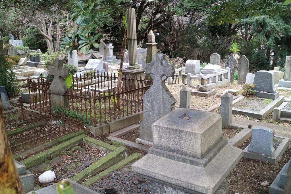 外国人墓地を横目で見る_1