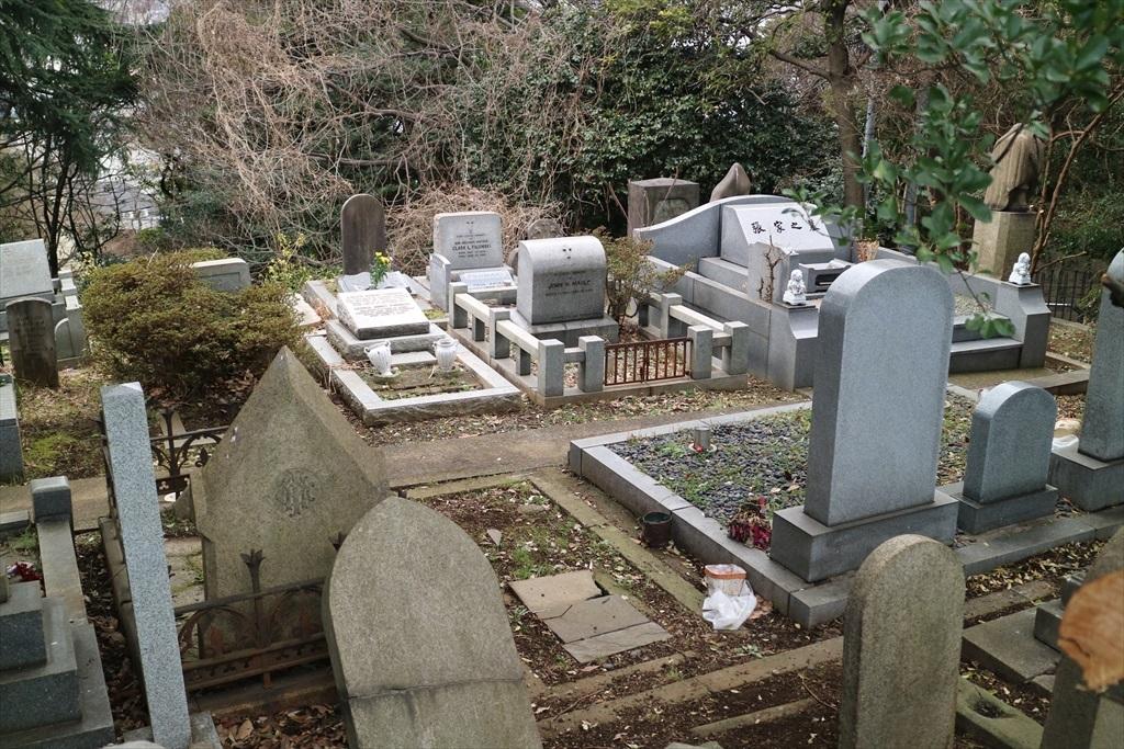 外国人墓地を横目で見る_2