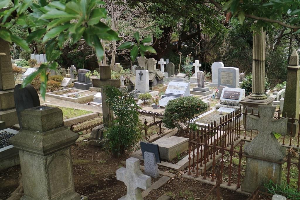 外国人墓地を横目で見る_3