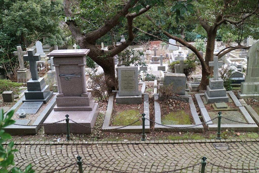外国人墓地を横目で見る_4