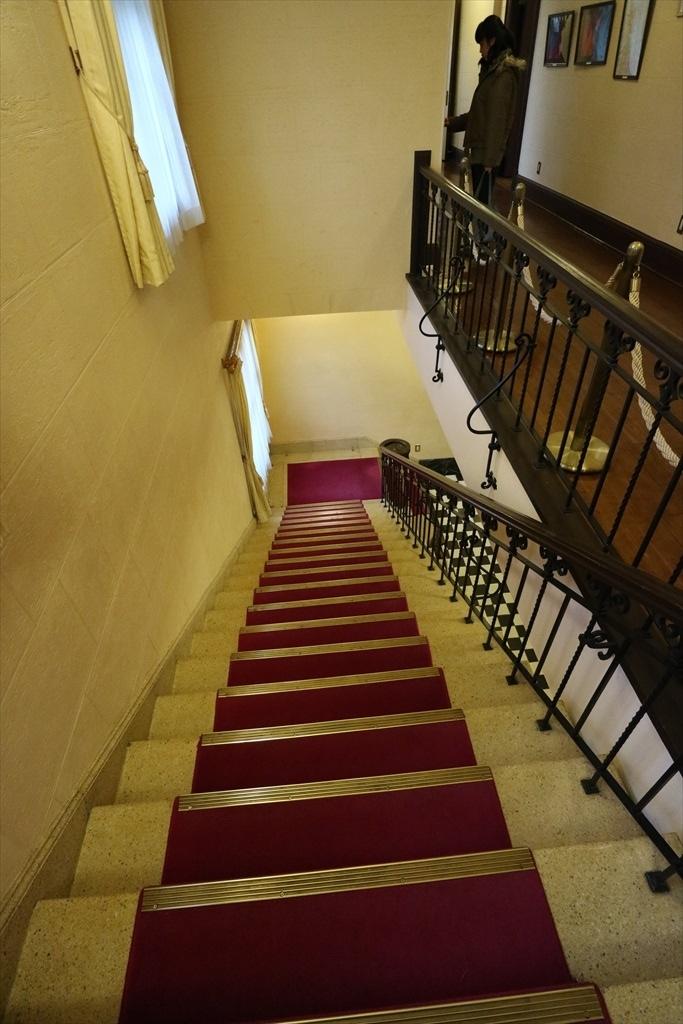 メインの階段_3