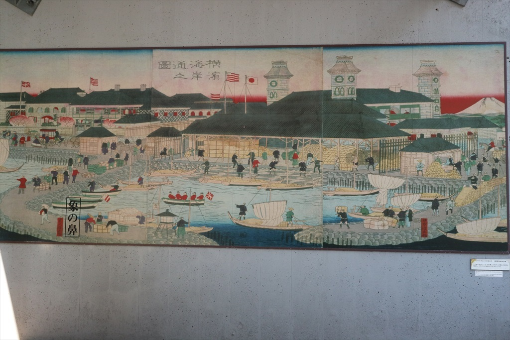 『汽車道」の橋桁に描かれたイラスト_2