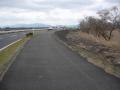 170311湖岸道路西側に分離した自転車道を進む
