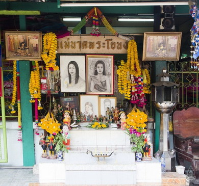 Mae Nak spirit house at Mahaboot Temple