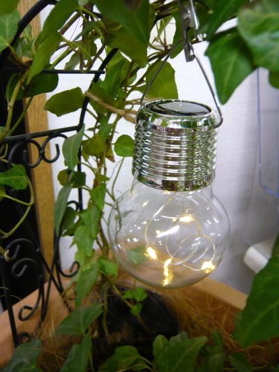 ブログ0318電球型ソーラーライト