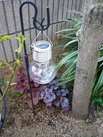 ブログ0318電球型ソーラーライト2