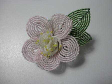 椿の小さ目の花ブローチ③
