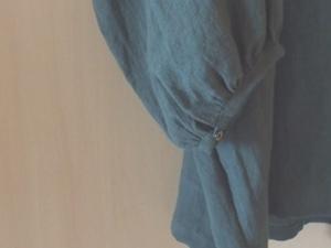 ターコイズボタンいっぱいブラウス袖